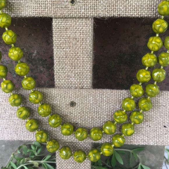 Vintage Jewelry - Vintage handknotted green marled Beaded Necklace
